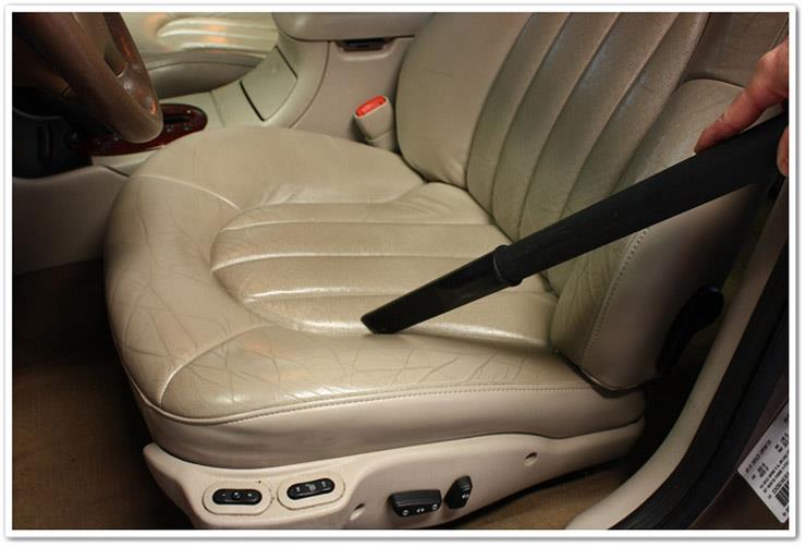 آموزش تمیز کردن روکش چرم صندلی اتومبیل